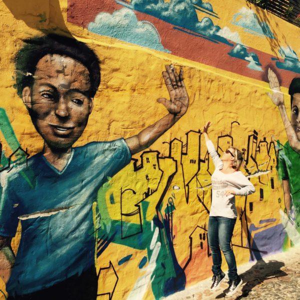 Kathleen bij muurschildering